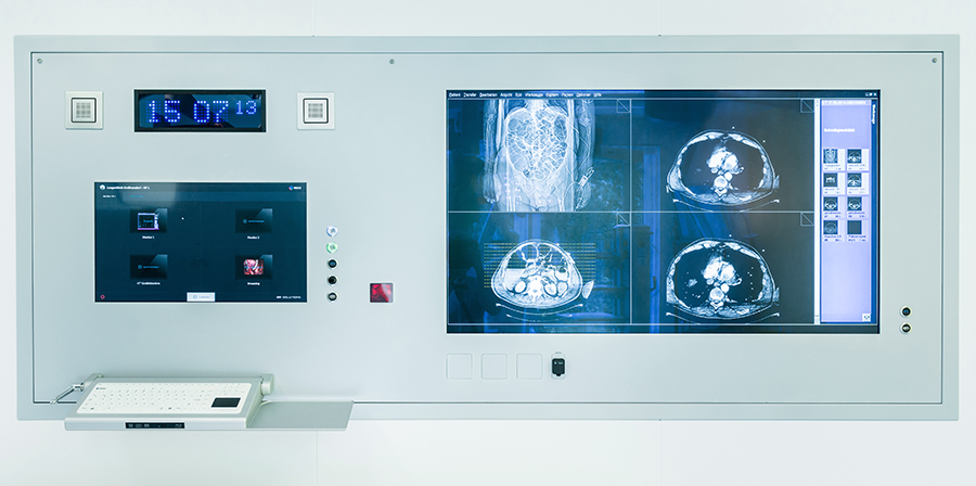Everything in Sight: Lung clinic improves workflow in the OR with solutions by EIZO.