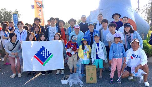 EIZO staff and family at Clean Beach Ishikawa