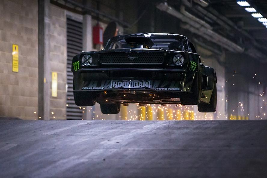 Ken block and his hoonicorn rtr make guest appearance on top gear hoonigan racing divisions ken block smokes the tires of his ford mustang hoonicorn rtr straight into publicscrutiny